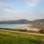 Galicia, lugar de peregrinaje para creyentes y surfistas